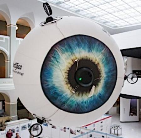 Drone en forme d'oeil