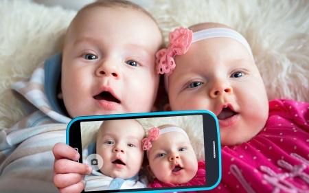 la génération alpha fait un selfie